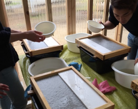 伝統的な紙漉き工法にとらわれない新芸術! 紙漉きアート